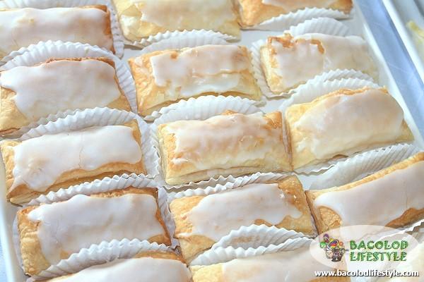 quan delicacies bacolod - napoleones