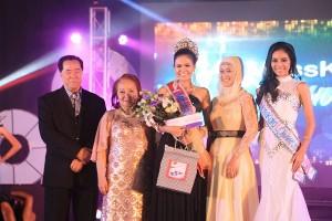 Masskara Queen with Mayor Monico