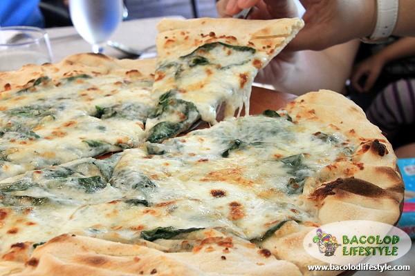 Spinaci Quattro Formaggi Pizza