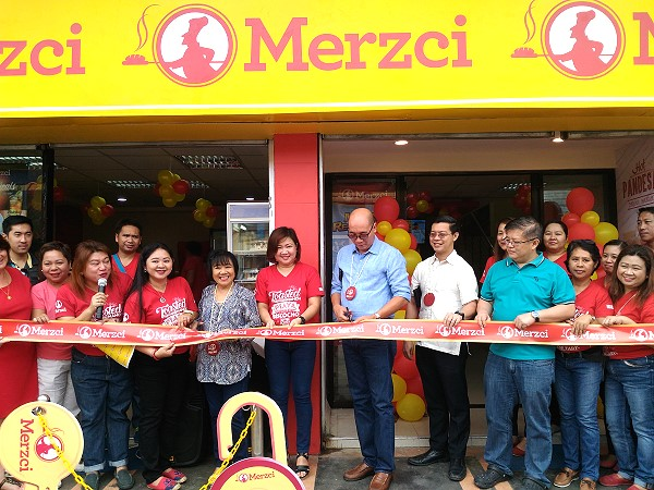 merzci libertad cutting of ribbon