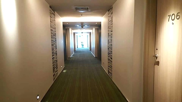 novotel-manila-araneta-center-hallway-to-my-room
