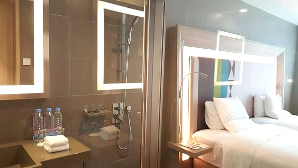 novotel-manila-araneta-center-shower-room