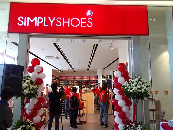 Simply Shoes Entrance at CityMall Victorias