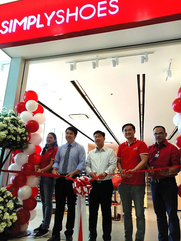 Simply Shoes Ribbon Cutting with the Executives