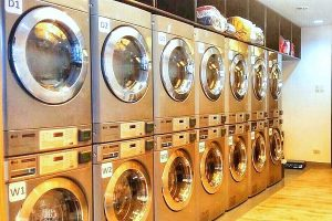 Moe's Laundry Lounge - Washing Machines