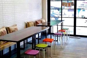 Moe's Laundry Lounge - Lounge area