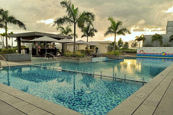 Courtyard by Marriott Iloilo - Swimming Pool